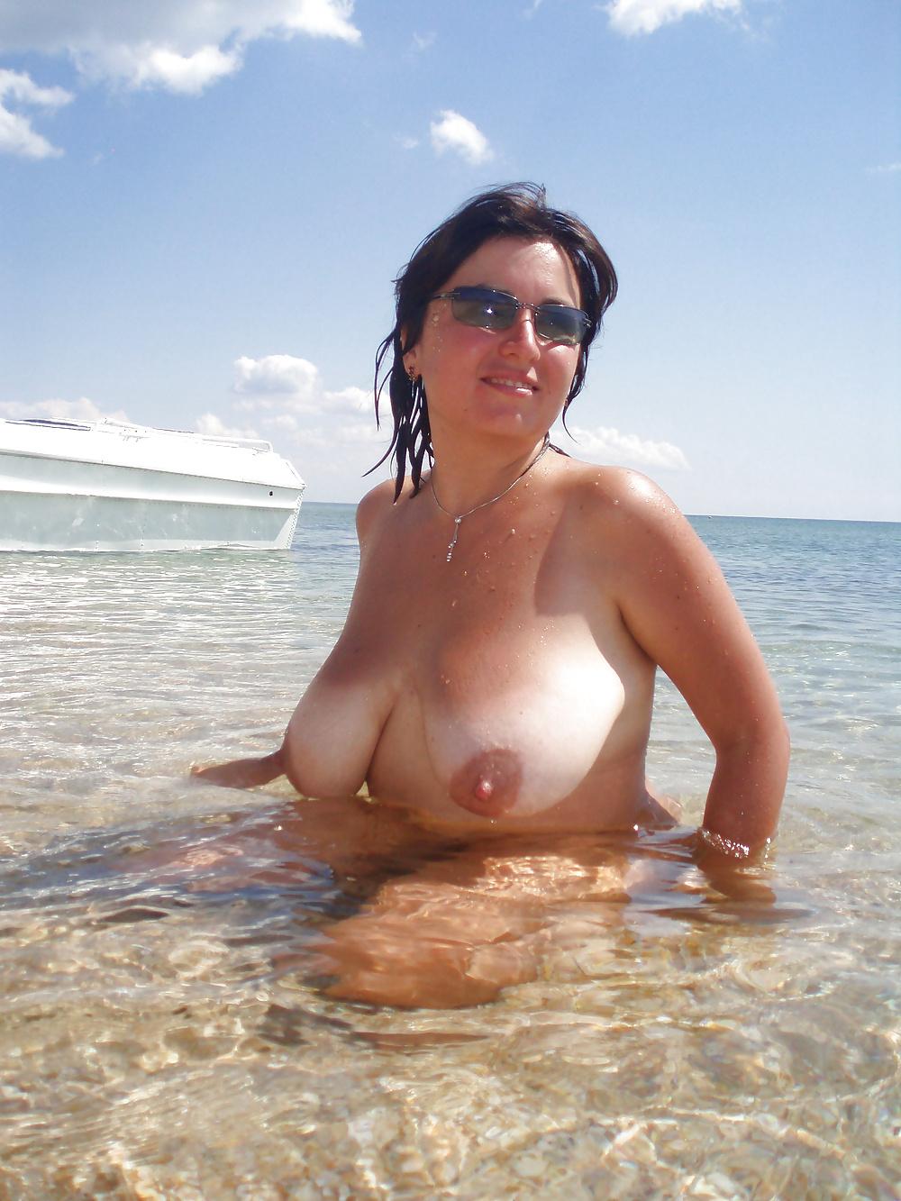 Ausgehungerte mollige Nutten in unfrankierten Nacktbildern
