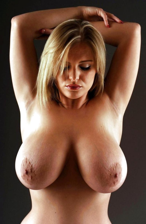 Unfrakierte Aktfotos von monumentalen Titten