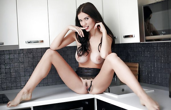 Dicke und kleine Pos in unfrankierten Nacktfotos