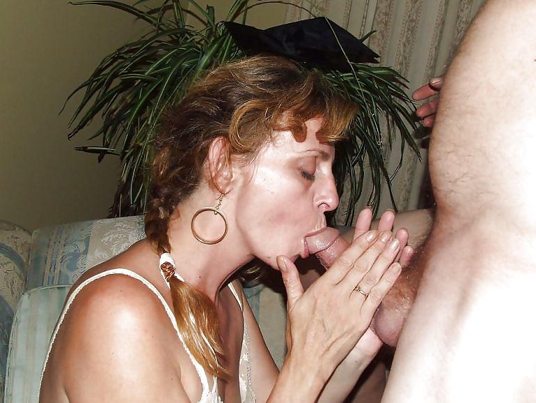 Die junge und die alte Flittchen kann einen Penis blasen.