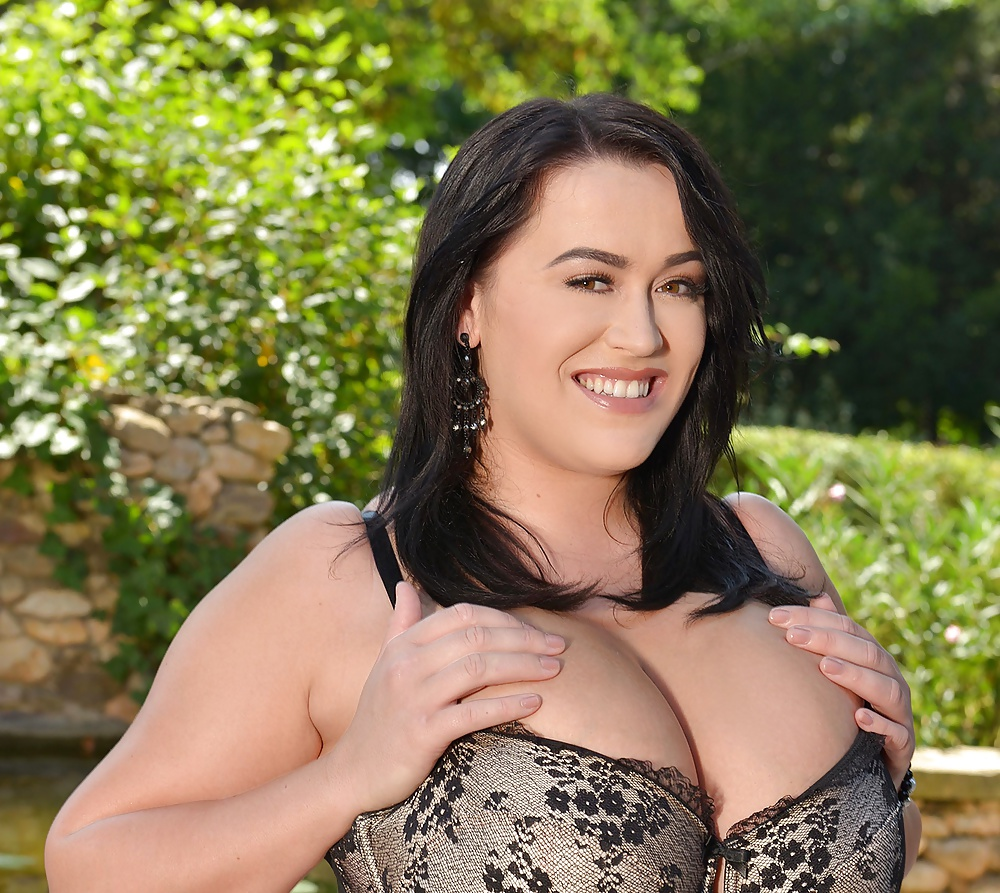 Umsonste Bilder von riesigen Brüsten