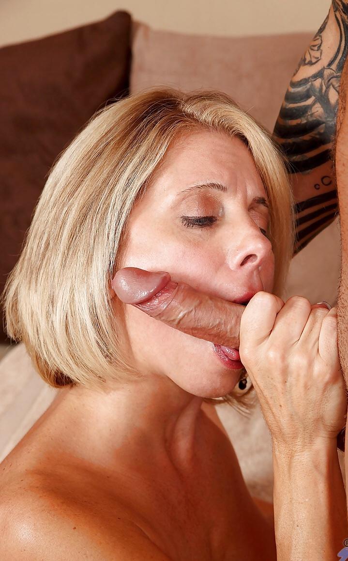 Erfahrene feurige Fosen in unfrankierten Nacktbildern