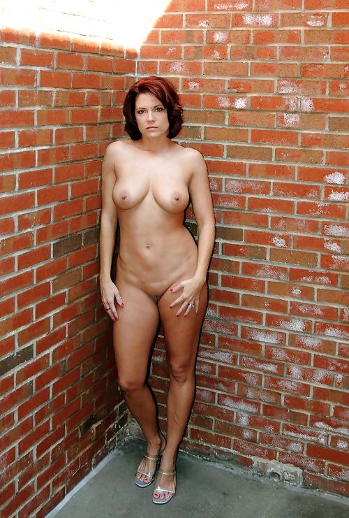 Junge und reife Frauen zeigt ihren natürlichen Körper.