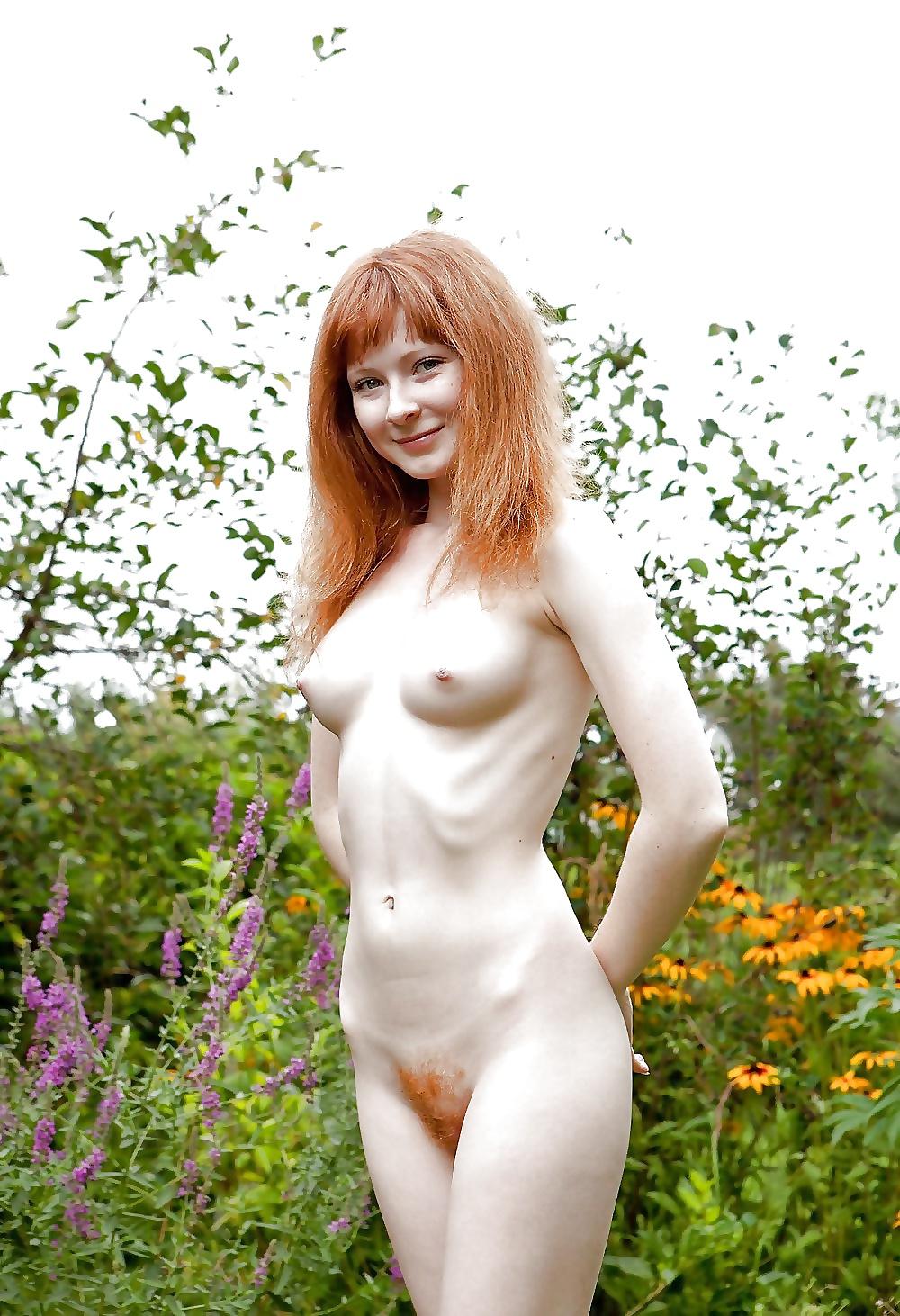 Nacktes Mädchen hat helle Haut