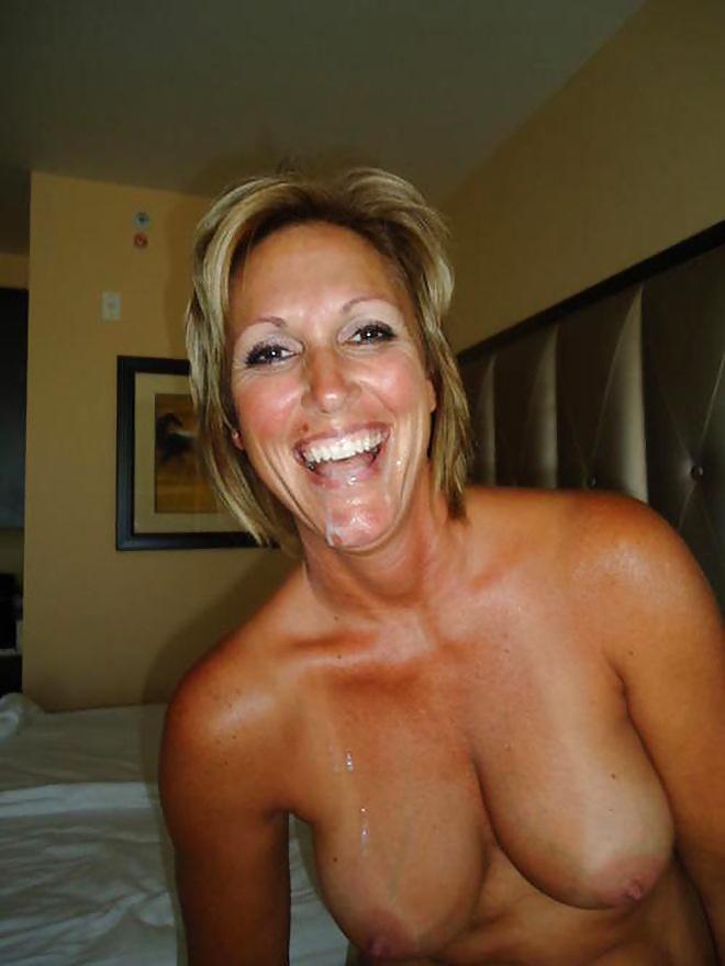Milf Frauen wollen Schwanz zwischen ihren Titten.