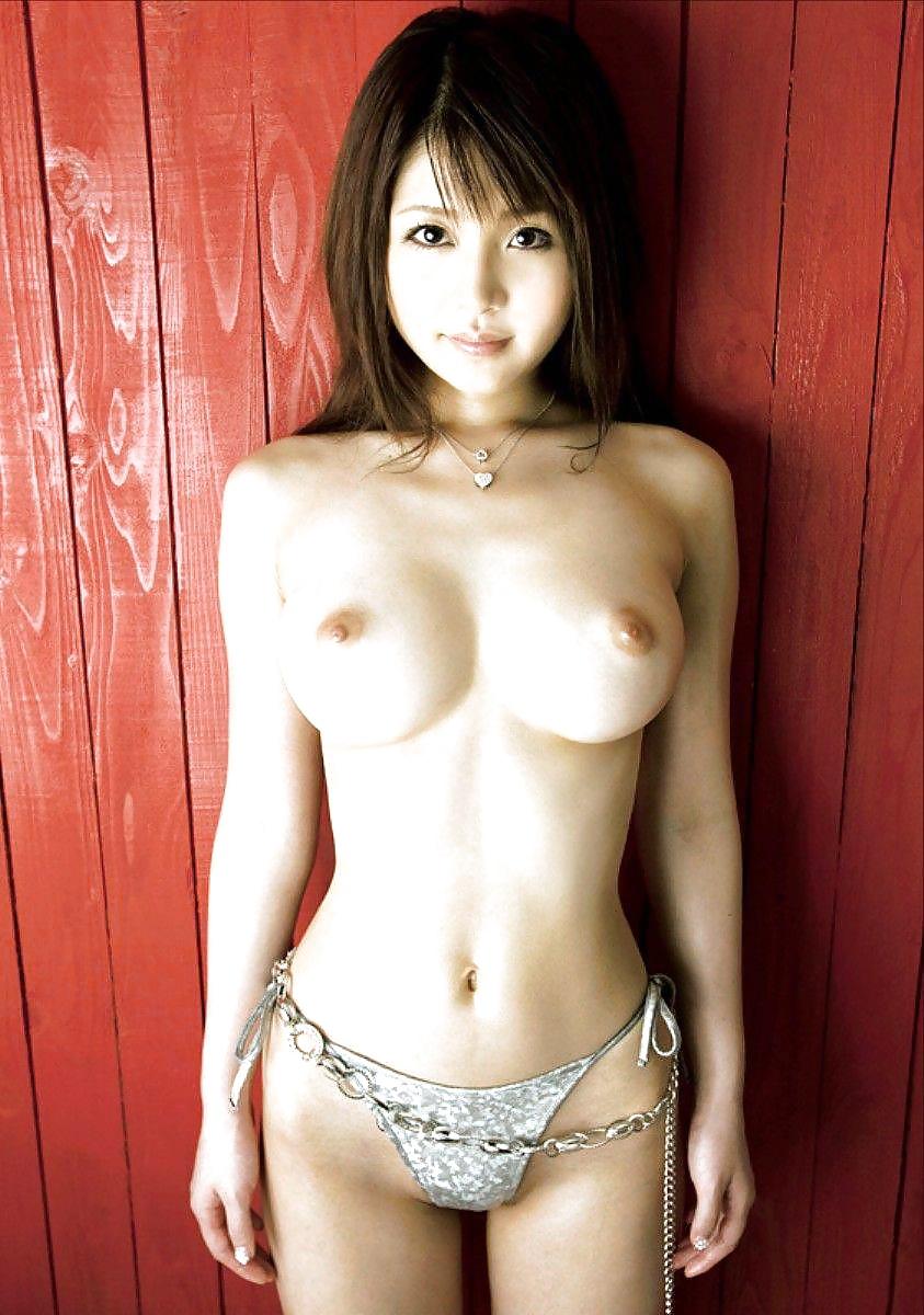 Dicke und winzige nackte Titten in gratis Bildern
